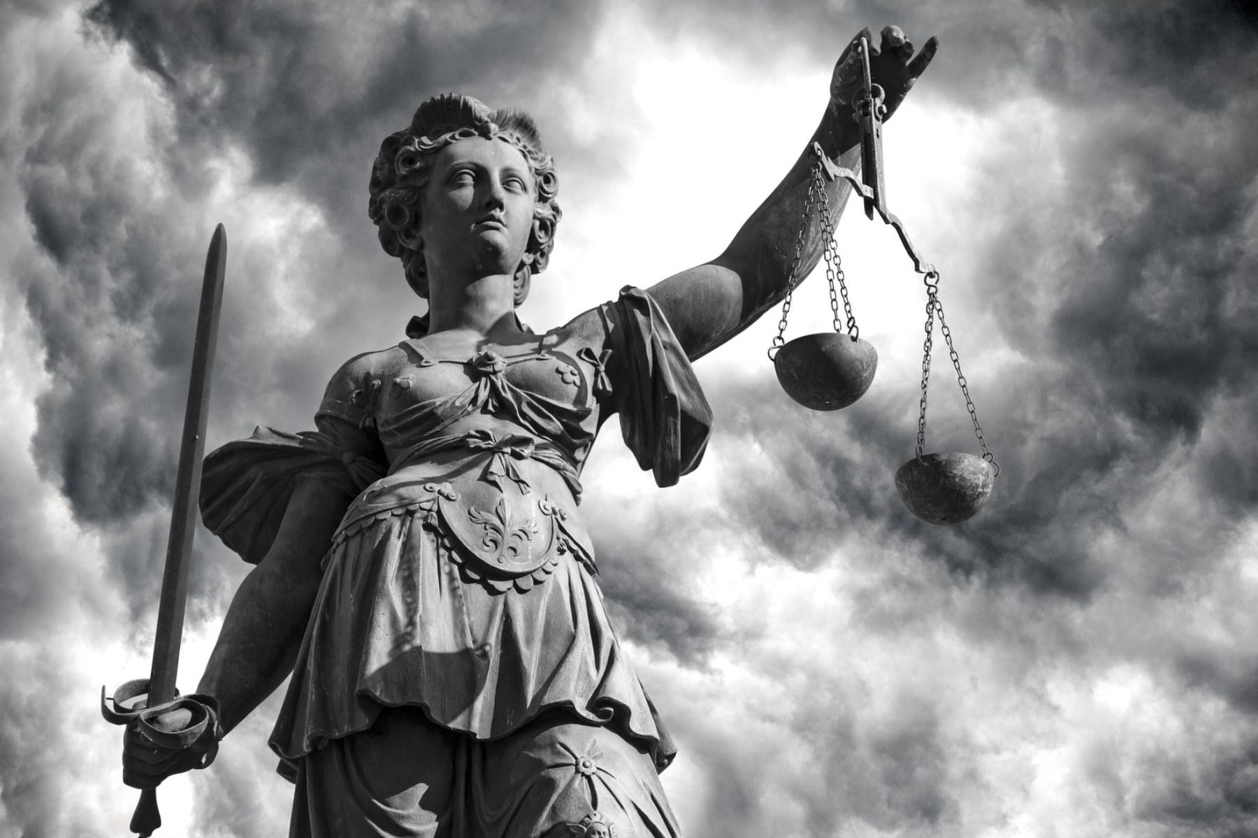 Schritt für Schritt schafft sich der Rechtsstaat in Italien ab | FREIGEIST