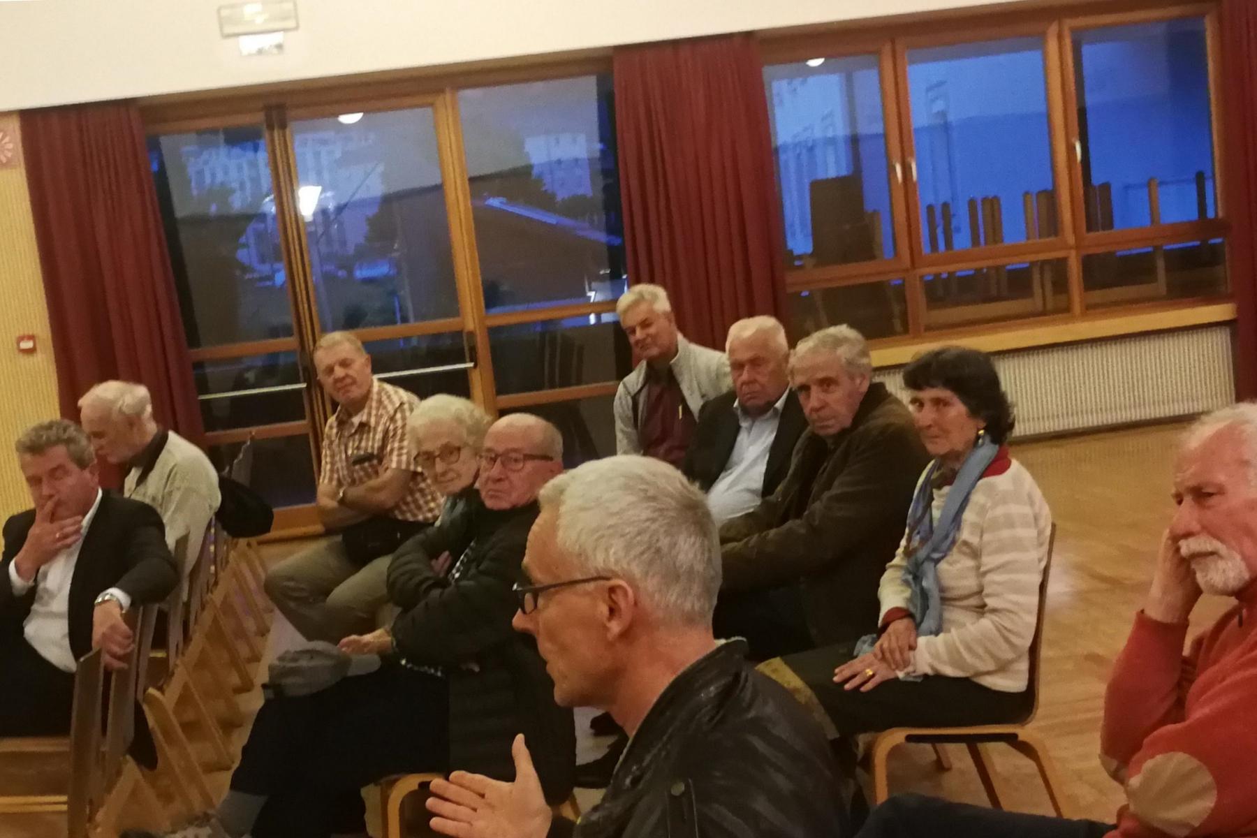 Grieser diskutieren über ungelöstes Verkehrsproblem und die Zukunft des Kulturheimes