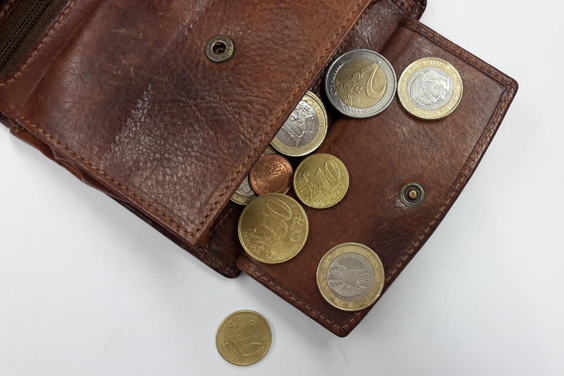 Anfrage   Unbedingt erforderliche Geräte für den Haushalt im Rahmen der Sonderleistungen der finanziellen Sozialhilfe