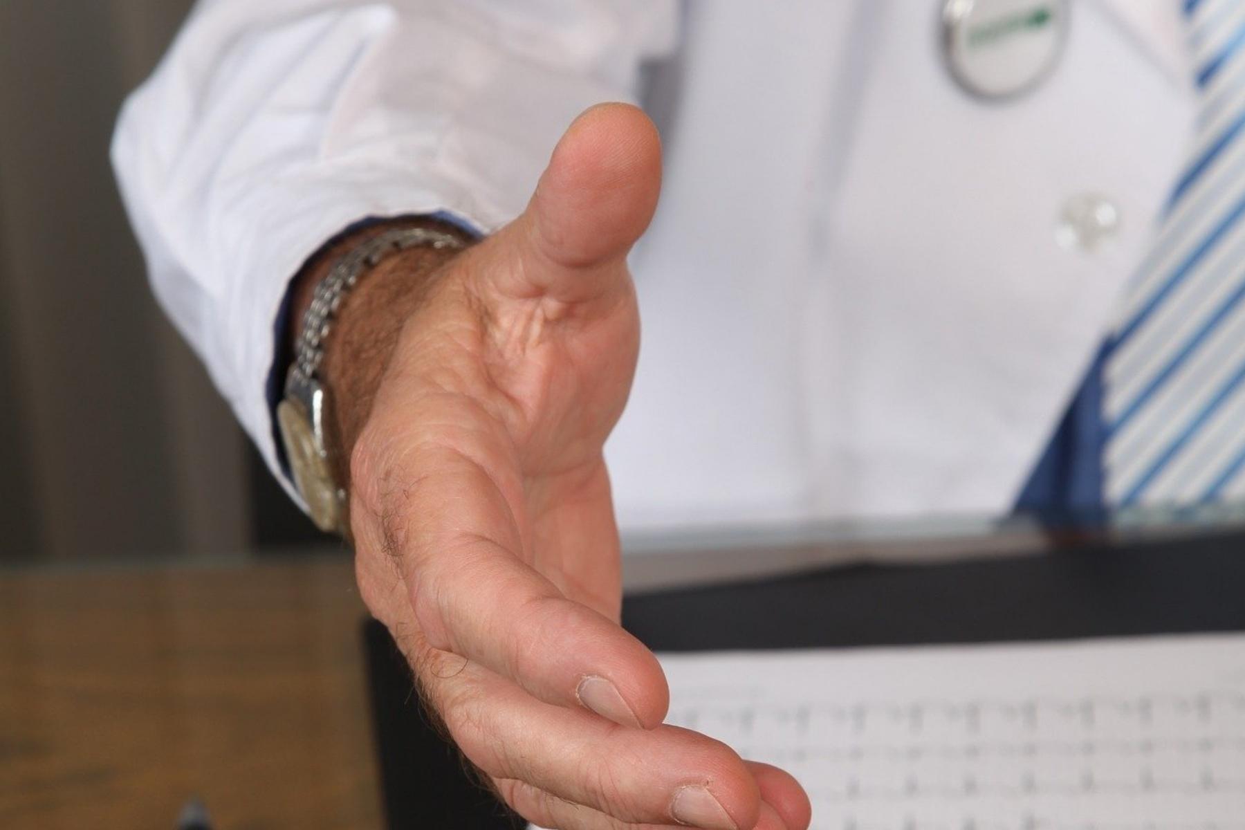 Corona verschärft Wartezeitenproblem im Gesundheitswesen – private Anbieter mit einbinden!