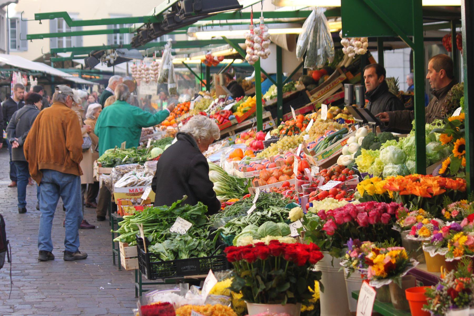 Der Bozner Obstmarkt gleicht einem arabischen Basar