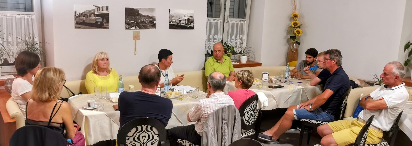 """""""Auf an Ratscher"""" mit Ulli Mair – großes Bürgerinteresse bei Veranstaltung in Eppan"""