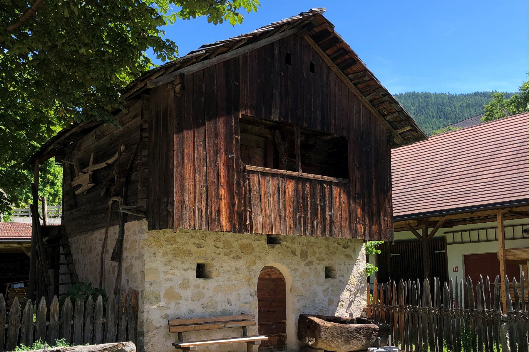 Beschlussantrag | Südtiroler Kleindenkmäler: Wiedereinführung der Landschaftspflegeförderung